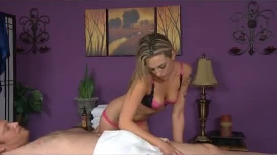 Normal massage turns into hardcore with happy ending